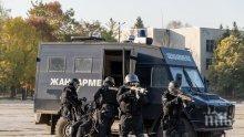 ИЗВЪНРЕДНО: Спецакция в бургаски квартал, почерня от полиция! Тарашат за наркотици, има задържани