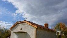 Вековна църква впечатлява туристите в Симитли