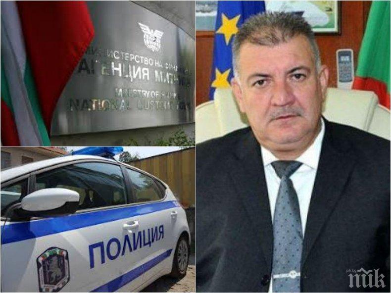 """ИЗВЪНРЕДНО: Запалиха колата на шефа на Агенция """"Митници"""""""