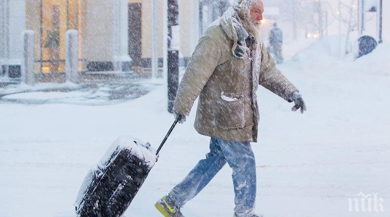 Над 1 000 самолетни полета в Чикаго бяха отменени заради силен снеговалеж