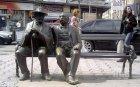 Фандъкова: Поръчахме нов бастун за скулптурата на Петко и Пенчо Славейкови, преглеждат записите от камерите за крадеца