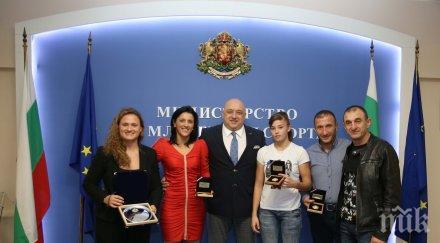 Кралев награди самбистките за отличията на Мондиала в Южна Корея