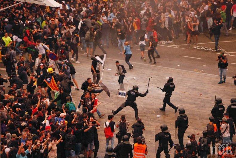РАЗМИРИЦИ: Десетки са на протест пред централната гара в Барселона