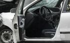 Тийнейджър без книжка побягна от КАТ, разби се в камион