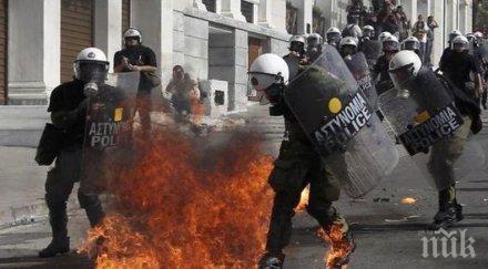Хиляди излязоха на демонстрацията срещу военната хунта в Гърция
