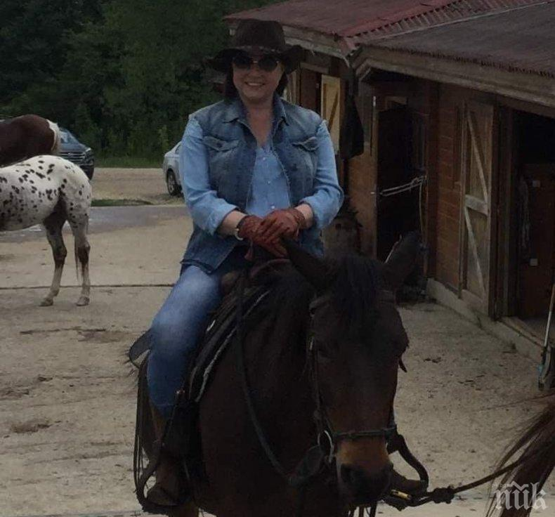 САМОТНА ЕЗДАЧКА: Корнелия Нинова заряза БСП и яхна коня (СНИМКИ)