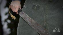 Луд нападна полицаи с мачете в Ел Ей - рани единия