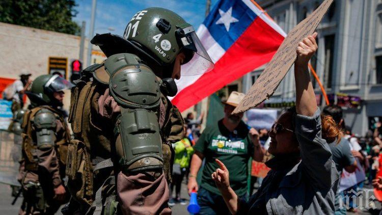 Поне 127 души са ранени на протестите в Чили, плячкосата 150 млн. песо от банка