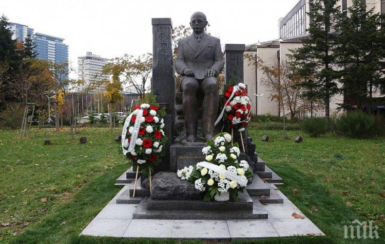 СТРОИТЕЛИ: Откриха паметник на Симеон Радев