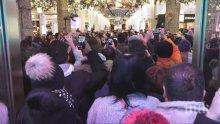Стотици клиенти щурмуват от рано магазините на Черния петък в САЩ