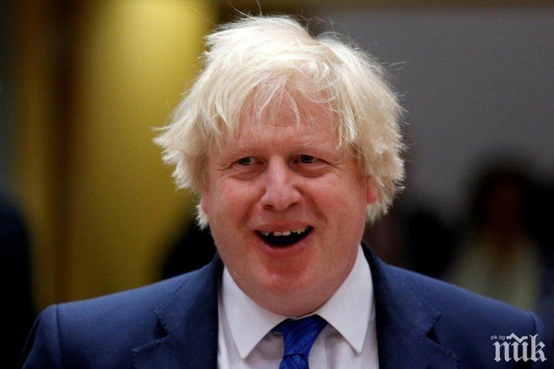 Замениха Борис Джонсън с ледена скулптура в телевизионен дебат (СНИМКА)