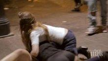 Женски бой в центъра на Раковски! Снаха и свекърва си бият шамари за имот