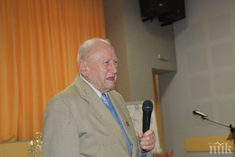 НА 90 ГОДИНИ: Община Ловеч си избра любим учител