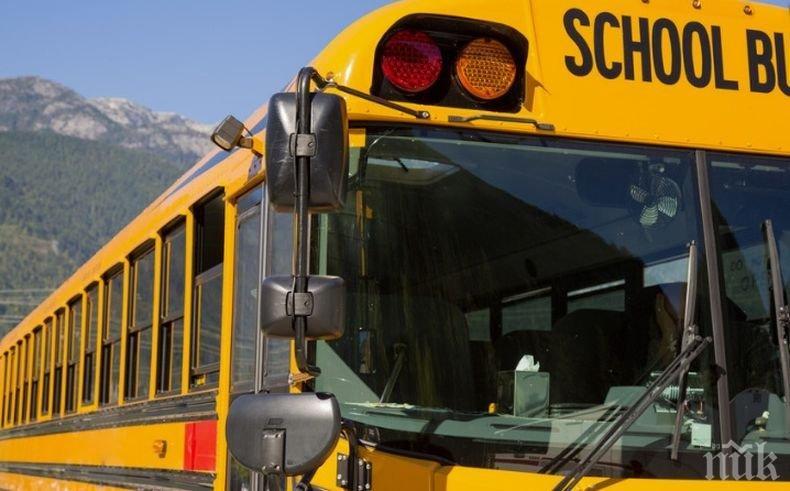 Инцидент: Три деца пострадаха при катастрофа между автобус и автокран в Канада