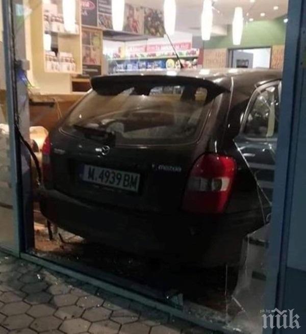 ЕКШЪН В БЕРКОВИЦА: Кола се вряза в бензиностанция, разби бара (СНИМКИ)