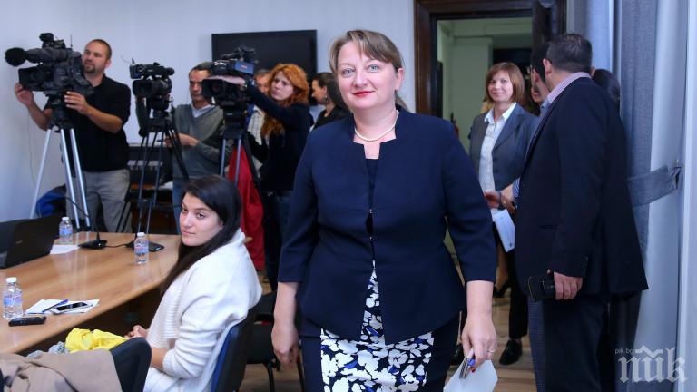 Провокация срещу Деница Сачева часове преди да стане министър. Мадам В. на барикадата, активирана от БСП и ДПС