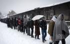 XXI ВЕК: Мигранти в Босна топят сняг, за да пият вода