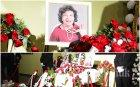 ИЗВЪНРЕДНО В ПИК TV: България се прощава с великата Стоянка Мутафова. Сбогом, Госпожа Стихийно бедствие! - стотици й се покланят в Сатиричния театър (ОБНОВЕНА/СНИМКИ)