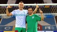 ПОГРОМ: Футболист на Берое изкърти врата в Коматево, побеснели фенове на гостите мятат седалки (СНИМКИ)