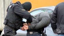 Полиция щурмува апартамент в центъра на Бургас, изкараха с белезници 44-годишен мъж