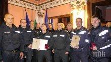 """Пожарникари и полицаи с отличия в категория """"Смело сърце"""""""