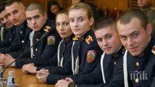 Каракачанов към курсантите-отличници: Изграждайте се като лидери не само в армията, но и в обществото
