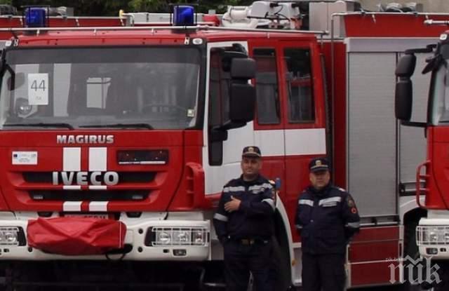 Пожарникари евакуират НАП-Пловдив