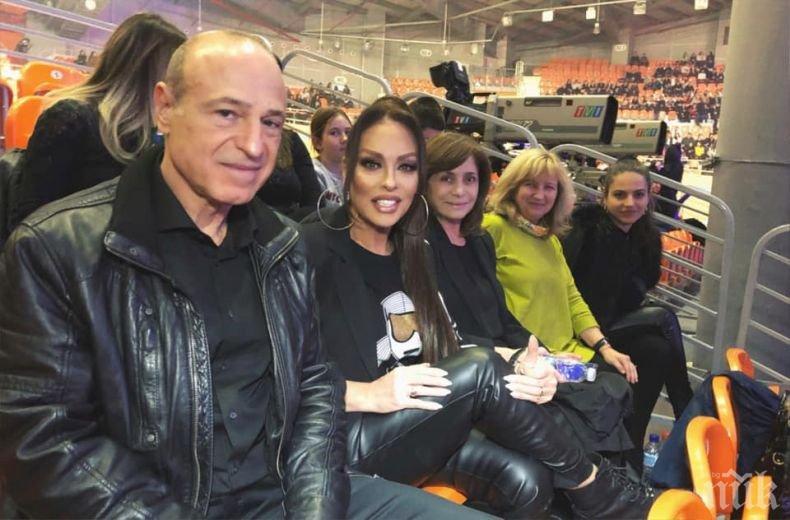 Митко Пайнера ревизира концерта на чалгарките си - Ивана му прави компания в публиката