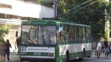 ДИВА РАБОТА: Изнервен шофьор счупи чистачките на тролей в Пазарджик