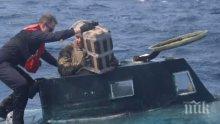 Удар: Перуански патрулен кораб задържа подводница с над тон наркотици на борда