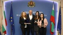 Кралев награди Антоанета Стефанова за двата медала от Европейското първенство по шахмат