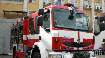 Запали се сграда в Морската градина на Варна