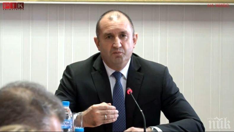 Злобата на Радев е отровна за България! А цифричките му за икономиката ни са грозен фалшификат. Поне на Коледа да замълчи - грях е, когато си толкова скаран с истината