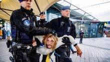 Полицията разгони демонстрация от летището в Амстердам