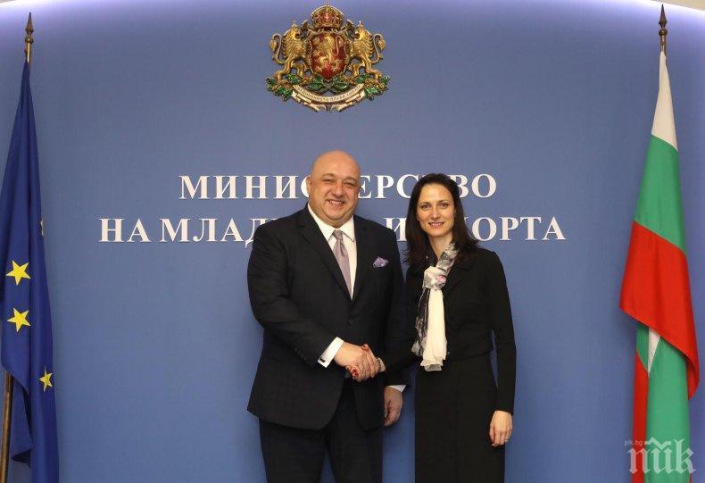 """Еврокомисар Мария Габриел и министър Кралев обсъдиха приоритетите в секторите """"Спорт"""" и """"Младеж"""""""