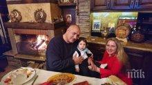 ПЪРВО В ПИК! Премиерът Бойко Борисов с поздрав от дома си за Коледа (СНИМКА)