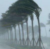 Тропическата буря хиляди хора без ток на Филипините