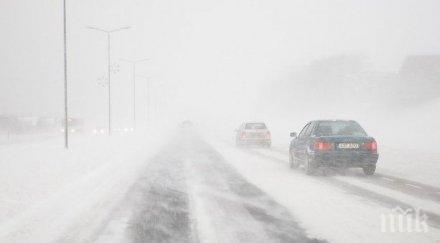 снежни бури затвориха пътища североизточна румъния