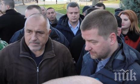 ИЗВЪНРЕДНО В ПИК TV: Премиерът с гореща новина за бедственото положение в Перник - намерена е вода в пещерите край града, поставят 80 км нови тръби