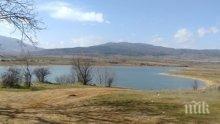 Язовир край Кюстендил замръзна