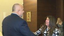 Премиерът Бойко Борисов се срещна с посланика на САЩ Херо Мустафа, Тръмп му изпрати специална коледна картичка (СНИМКИ)