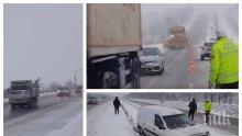 Хаос в Турция: Тежък снеговалеж предизвика редица катастрофи