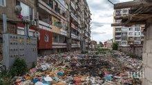 """ЖИВОТ БЕЗ ПАРИ: 700 бона за вода дължат циганите в """"Столипиново"""" - блоковете там с наводнени изби и запушена канализация"""