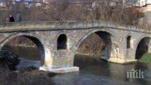 ШОК В ДРЯНОВО: Заляха моста на Колю Фичето с 20 кубика бетон