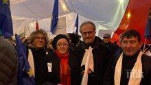 ГАВРА С БЪЛГАРИЯ И ТЕМИДА: Лозан Панов стана уличен протестър насред Варшава! Шефът на ВКС опозори държавата - мъкне се по тротоарите в тога с ъндърграунд съдийката Кака Владка и Нели Куцкова (СНИМКА)