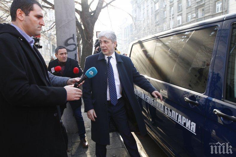 ЕКСКЛУЗИВНО В ПИК: Нено Димов подписал оставката си в ареста - предадена е чрез адвоката му