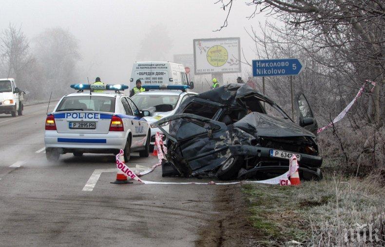 Кърваво меле на пътя Русе-Силистра! Камион помля кола, загина жена, а детето й е в болница (СНИМКИ)