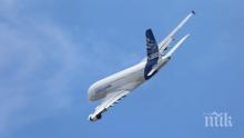 """Самолет """"Еърбъс А380"""" кацна извънредно в Истанбул"""