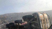 """ИЗВЪНРЕДНО: ТИР с олио се обърна на магистрала """"Хемус"""" (СНИМКИ)"""