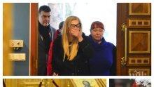 САМО В ПИК: Кончината на Стоянка Мутафова съсипа дъщеря й - осиротялата Муки неузнаваема на панахидата за 40 дни от смъртта на майка си (СНИМКИ)